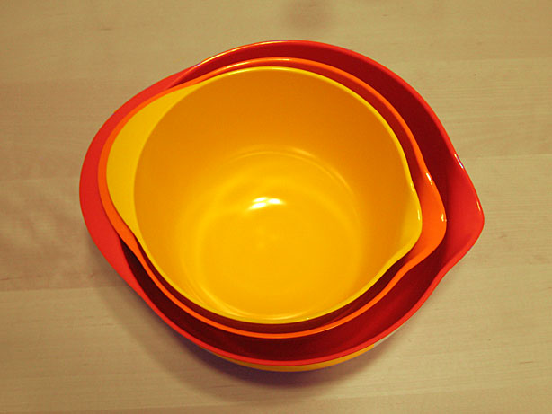 Set of 3 mixing bowls.